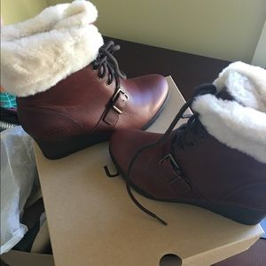 NEW IN BOX Ugg Women's Janney Boots 9.5