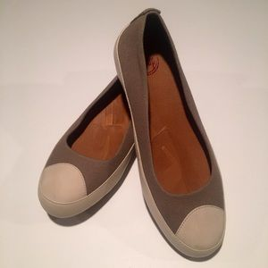 Fitflop taupe canvas flats