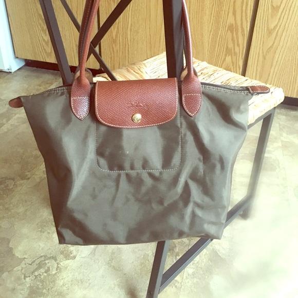 c59f4fe1ad09 Longchamp Handbags - Longchamp le pliage olive green tote