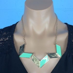 Jewelry - Seafoam and gold statement necklace