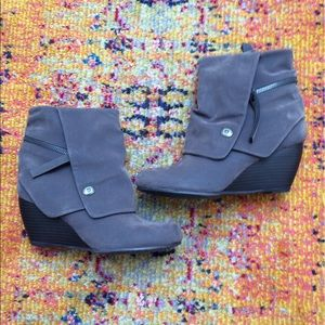Blowfish Shoes - Blowfish slouchy gray suede ankle wedge booties