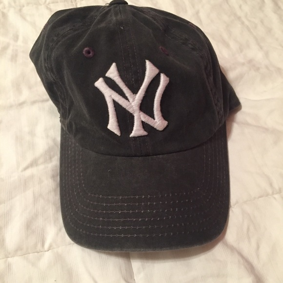 61114258b7bd1 American Eagle Outfitters Accessories - Yankee dad cap