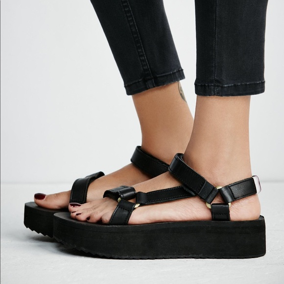74befe1bcfd6 Teva Crafted Flatform Universal Sandals. M 59373999bf6df5fcd301d67c
