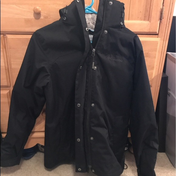 Zip front with button flap Shell features Omni-Tech to make it waterproof yet breathable Critically seam sealed Columbia's Bugaboo Jacket is an everyday technical interchangeable jacket that can be worn zipped together or as a standalone shell or lining.