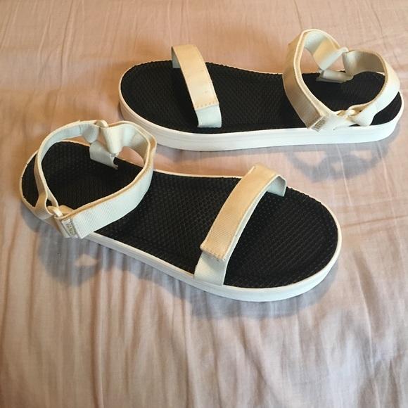 3075e1c9a Vans Sandalia - Cream   Black