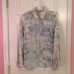 Decree Tops - Decree Acid Wash Button Up Top With Studs Size M!