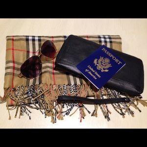 Wilsons Leather Handbags - NWOT Wilson's Black Leather Passport Folio Clutch