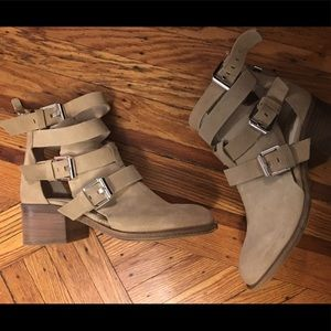 Zara woman suede cut out boot!