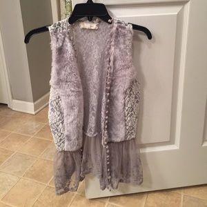 A'Reve Tops - ❗️5️⃣❗️ Faux-Fur and Lace Vest