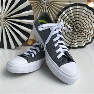Converse All Star Chuck Taylor ll Sneakers ⛹️♀️👟