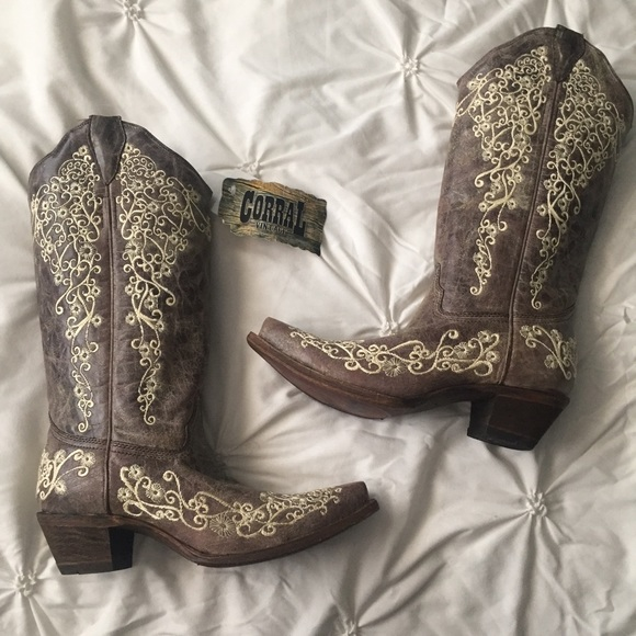 c232514d514 NWT Corral Distressed Brown Country Western Boots
