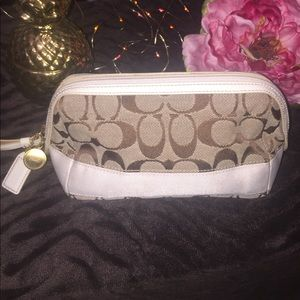 Coach Handbags - Amazing tan & white Coach make-up bag! 💄💋👝