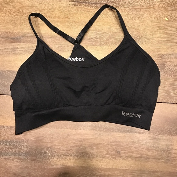 b4faead995 NWT Reebok Medium Support Sports Bra Removable Cup NWT