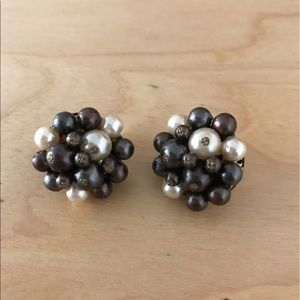 Jewelry - Vintage clip-on cluster earrings gray and pearl