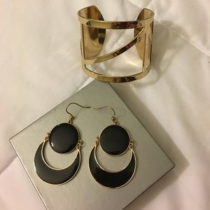 Jewelry - Gold Chunky Cuff Bracelet & Matching Earrings