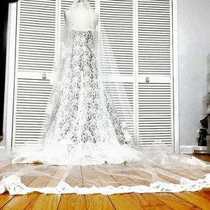 450 inches long veil with soft lace!