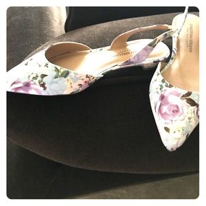 Shoes - New floral design sling back sandals