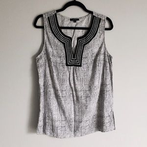 Anne Carson Tops - Black and White Flowy Sleeveless Tank Top