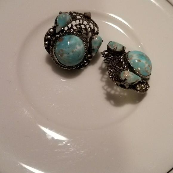 Vintage Jewelry - Silver Settings Blue Stone Earrings