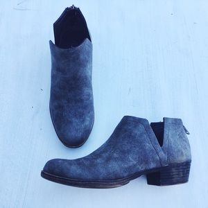 [SOLD‼️] sugar charcoal distressed chelsea booties