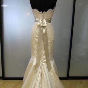 Alvina Valenta Dresses & Skirts - Alvina Valenta Wedding Gown 9051