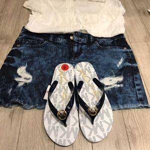 MICHAEL Michael Kors Shoes - 🔥SALE🔥Michael Kors Navy White Flip flops sandals