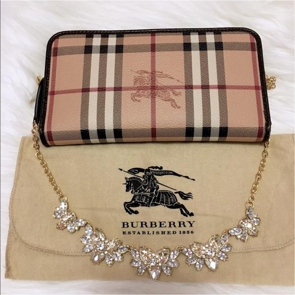 f7d18b7496d1 Authentic Burberry Haymarket Zip Around Wallet