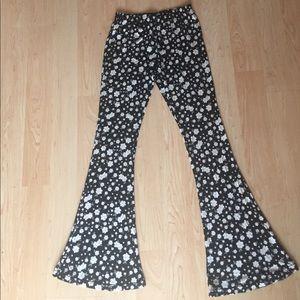 Novella Royale Pants - NWOT Xhileration black + white daisy bell bottoms