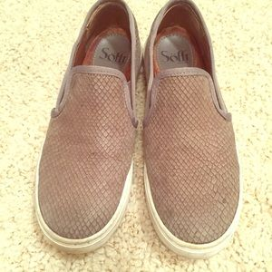 Soft Gallery Shoes - Soft tennis shoes gray snake skin guc size 6