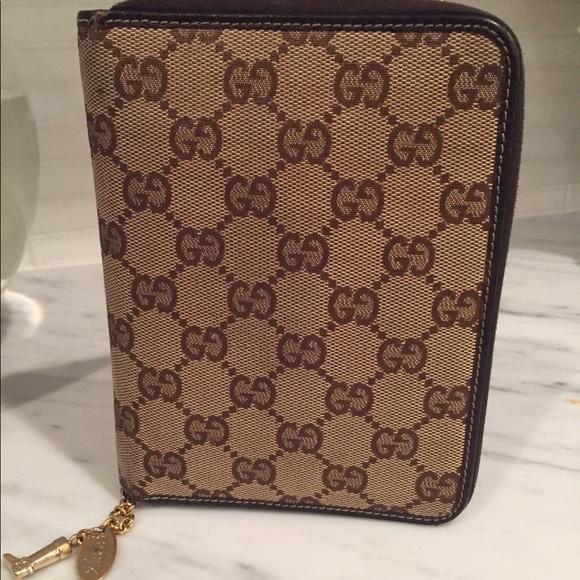 4e9a47aaf00346 Gucci Accessories - Gucci Beige GG Canvas Zippered Agenda Cover
