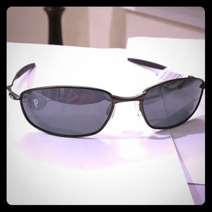 Oakley Other - Oakley sunglasses polorized! New nwt, solid frames
