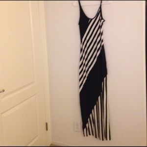 Snap Dresses & Skirts - NWOT..Black and Cream Maxi Dress