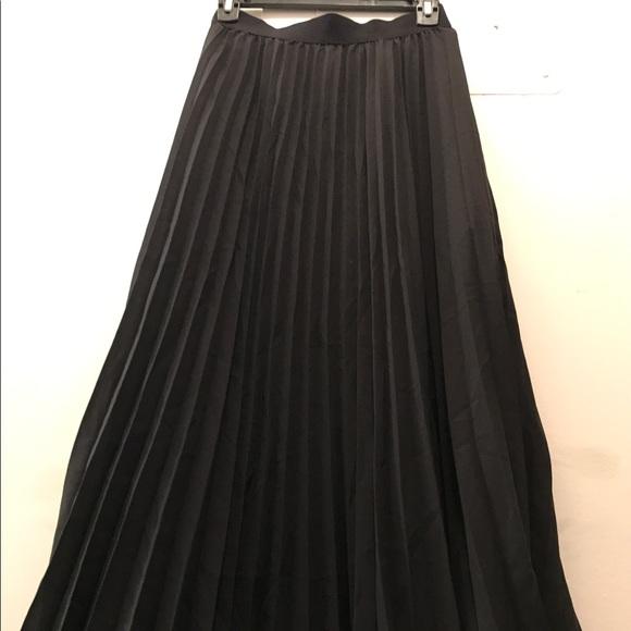 8a46418de0 H&M Skirts   Hm Black Pleated Maxi Skirt In Black Sz 8   Poshmark