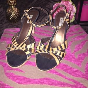 Alfani Shoes - Sexy T-Strap Cheetah print cork heels! 🐯👠