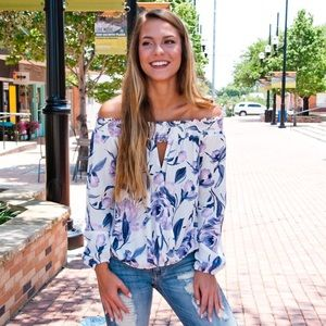 Tops - 🙌SALE🙌Small Lilac floral off Shoulder top