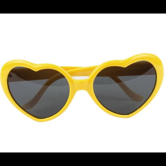 851290e0baeb M 593948112fd0b7e51802d40f. Other Accessories you may like. Urban Outfitters  Oval Metal Sunglasses