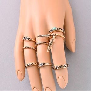 Jewelry - 💎💎NEW💎💎Antique Gold Midi Ring Set