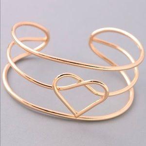 Jewelry - 🦋🦋JEWELRY SALE🦋🦋Dainty Heart Bracelet🦋🦋
