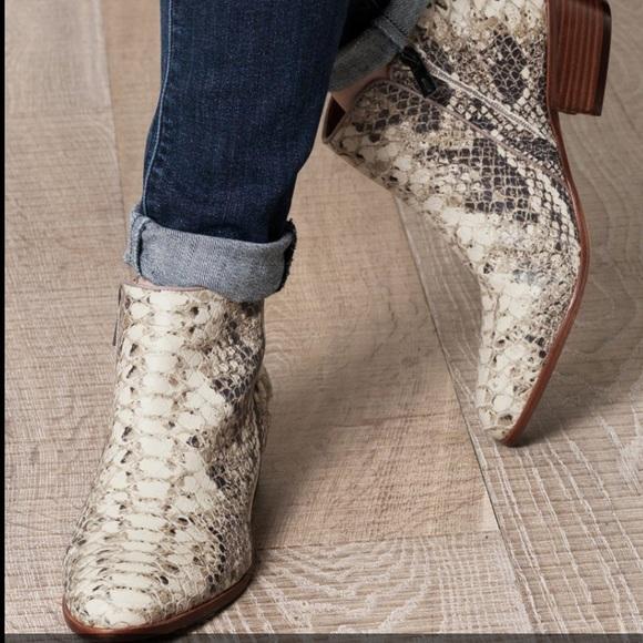 b82e360a80755 Sam edelman petty ankle Python print boots. M 593964fd7fab3a80db00539a