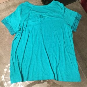 Tops - Turquoise Tee w/ Lacy Detail