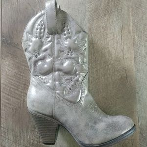 MIA Shoes - ❤❤👢MIA cowgirl boots❤