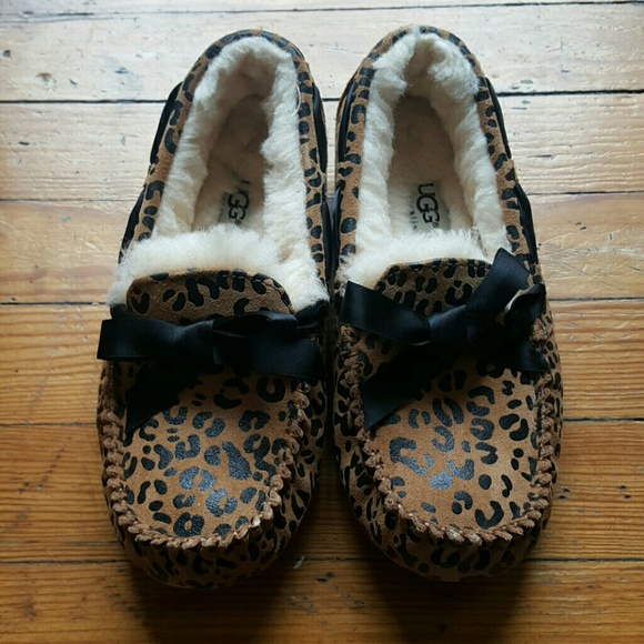 0235dbe2499 UGG AUSTRALIA WOMENS SLIPPERS SIZE 5 AND 8