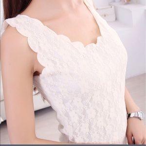 2xu Tops - Beautiful lace camisole