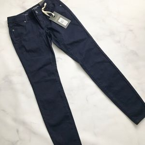 The Limited Denim - The Limited Legging Jean in Navy