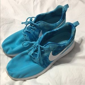 Nike Shoes - Blue Nike Roche One