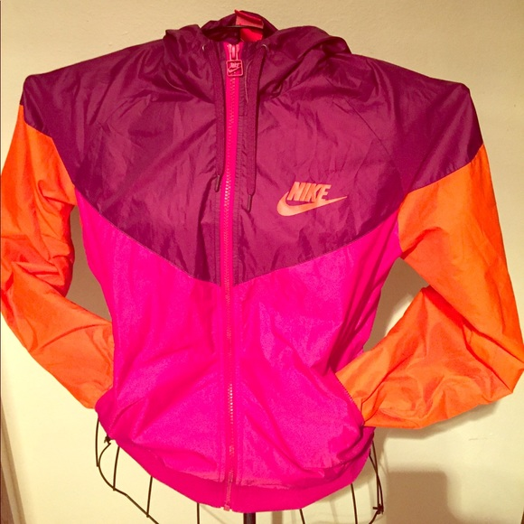 2d10c1ead40f Nike windbreaker in vibrant colors!💜💨. M 593a1e776a583096ad014cea