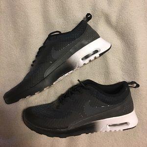 NIKE THEA Sneakers Size 8.5