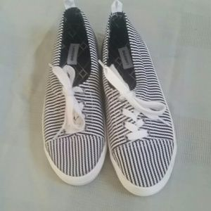 Land's end sneakers for women excellent condition