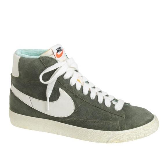 timeless design 3cb62 dec26 Women s Nike blazer mid vintage sneakers. M 593aa5c72ba50a5194002c56