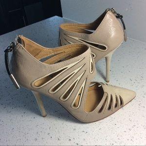 L.A.M.B. Shoes - L.A.M.B back zipper EUC heels 👠❤️🌹❤️🌹❤️